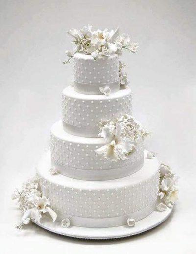 Nr.106-4-stoeckige-Hochzeitstorte-mit-Blumenbouqet-Preis-499,00